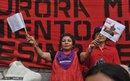 Anarella Vélez y Soledad Osejo en Resistencia, 28 de mayo de 2011 en la plaza Isis Obed. Foto de Amada Ordóñez